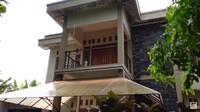 <p>Aktor tampan Arya Saloka baru saja membeli rumah baru, Bunda. Namun, Arya menginginkan konsep rumah American Classic sehingga rumah pun harus direnovasi. (Foto: YouTube Sing Kye)</p>