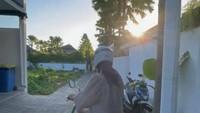 <p>Kegiatan tersebut ia lakukan di Bali, dan diposting pada 2 Juli 2021 lalu. (Foto: Instagram @sophia_latjuba88)</p>