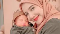 <p>Ukkasya Muhammad Syahki adalah putra pertama Zaskia Sungkar dan Irwansyah nih, Bunda. Baby Ukkasya lahir pada 30 Maret 2021. (Foto: Instagram @zaskiasungkar15)</p>
