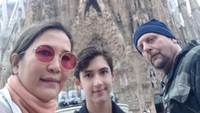 <p>Oppie Andaresta dan Kurt Kaler sangat rajin mengunggah potret kebersamaan mereka. Seperti ketika sedang libur berkeliling Eropa. (Foto: Instagram: @oppieandaresta)</p>