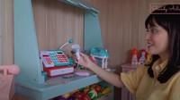 <p>Di dalam kamar Claire, Shandy sengaja membuat supermarket kecil dilengkapi meja kasir. Ia ingin memperkenalkan Claire dengan aktivitas sehari-hari nih. (Foto: YouTube Shandy Aulia)</p>