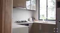 <p>Mengusung konsep minimalis, dapur rumah Nasywa terlihat sangat simpel, Bunda. Meski begitu, tetap terlihatfungsional karena ruangan memanfaatkan kitchen set. (Foto: Instagram: @thesanctuarycollectionofficial)</p>