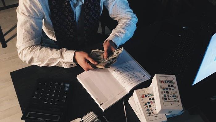 5 Kesalahan Fresh Graduate dalam Atur Keuangan yang Sering Bikin Bokek