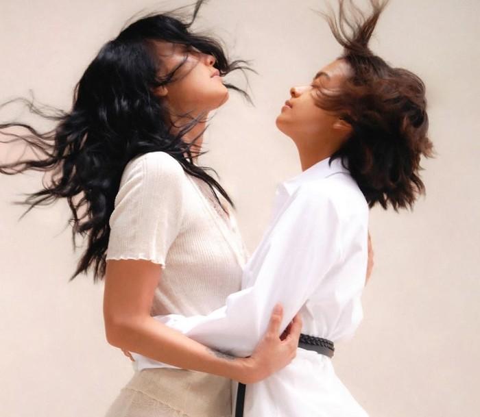 Diketahui, kumpulan foto tersebut merupakan buah tangan dingin dari fotografer fesyen Thomas Sito yang bekerja sama dengan penata busana Allysha Nila, MUA ternama Archangela Chelsea, dan penata rambut Osha.(Foto: Instagram.com/evacelia)