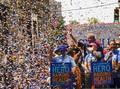 FOTO: Sorak Warga New York di Pawai Pahlawan Pandemi