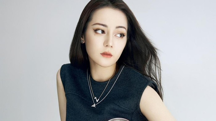 Jadi Brand Ambassador Louis Vuitton, Ini Harga Outfit Dilraba, Zhong Chuxi, dan Ouyang Nana