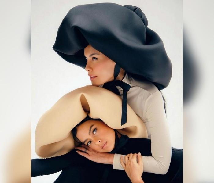 Makna pemotretan ini yakni tentang mengabadikan ikatan cinta yang tak terpatahkan antara hubungan ibu dan anak. Aura intim, menyenangkan, dan nyata pada foto terasa kental.(Foto: Instagram.com/evacelia)