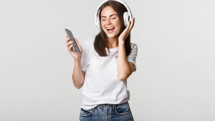 Selain Hiburan, Mendengarkan Musik Ternyata Juga Bermanfaat untuk Kesehatan! Apa Saja?