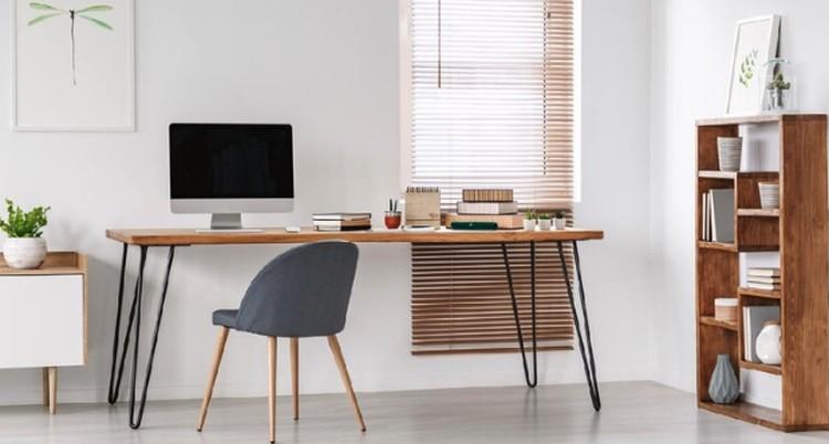 Bingung bagaimana cara yang tepat membuat ruang kerja di rumah minimalis? Simak tips membuat home office di rumah minimalis agar WFH makin nyaman dan produktif.
