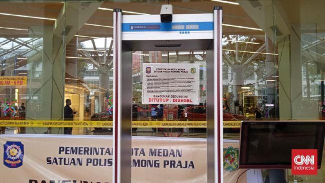 Walkot Medan Bobby Afif Nasution menyegel dan menutup Mall Centre Point karena mal terbesar di Medan itu menunggak pajak selama 11 tahun sebesar Rp56 miliar.