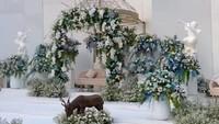 <p>Sebuah akun TikTok viral karena memposting dekorasi pernikahan seharga Rp75 juta, Bunda. Video ini menarik perhatian netizen lantaran harga dekorasi terbilang murah, Bunda. (Foto: TikTok @megarani_bm)</p>