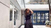 <p>Maternity dress membuat penampilan wanita berusia 33 tahun itu semakin elegan. Paula Verhoeven mengunggah deretan potret OOTD ke laman Instagram pribadinya. (Foto: Instagram: @paula_verhoeven)</p>