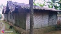<p>Rumah-rumah yang ada di kecamatan Samigaluh ini masih sangat tradisional, Bunda. Rumah dibuat secara sederhana menggunakan bambu. (Foto: YouTube Ibra Muhammad Ijal)</p>