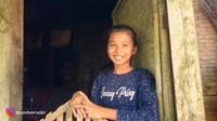 <p>Ibra sempat bertemu dengan seorang anak cantik bernama Lailatul Azizah, Bunda. Dengan ramah, Laila pun mengatkan bahwa kini tengah duduk di bangku SMP kelas 1, lho. (Foto: YouTube Ibra Muhammad Ijal)</p>