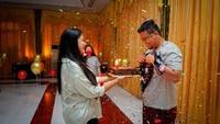 <p>Wali Kota Medan Bobby Nasution baru saja merayakan ulang tahunnya pada 6 Juli lalu, Bunda. Sang istri, Kahiyang Ayu pun memberikan kejutan spesial untuknya. (Foto: Instagram @bobbynst)</p>