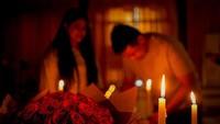 <p>Enggak lupa, ada buket bunga warna merah yang diberi Kahiyang untuk suami tercinta. (Foto: Instagram @ayangkahiyang)</p>
