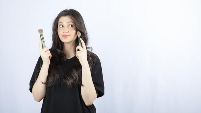 Makeup Natural Nggak Dempul untuk Remaja