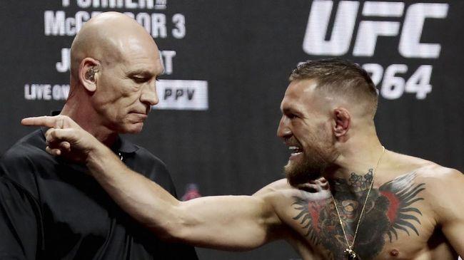 Aktris Megan Fox menganggap petarung UFC Conor McGregor tidak waras karena kerap membuat onar usai keributan dengan rapper Machine Gun Kelly.