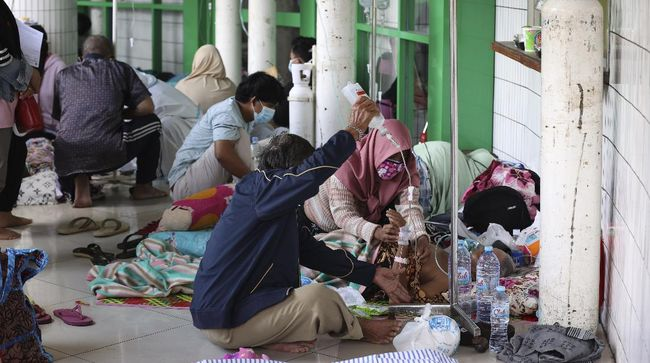 Sebanyak 107 elemen dan organisasi melayangkan somasi kepada Presiden Jokowi atas kelangkaan oksigen di tengah lonjakan kasus pandemi Covid-19.