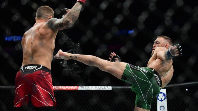 Conor McGregor menghabiskan waktu penyembuhan cedera patah kaki dengan mengejek Khabib dan Poirier lalu menghapus ejekan tersebut.