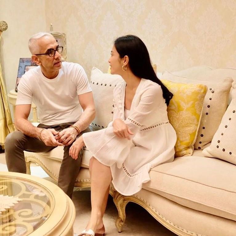 Bunga Zainal dan sang suami Sukdevh Sing memang kerap menjadi sorotan publik. Yuk kita intip momen romantis mereka!