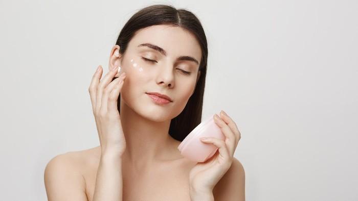 Sebelum Membeli Skincare, Ketahui Jenis Kulitmu dengan 2 Cara Ini