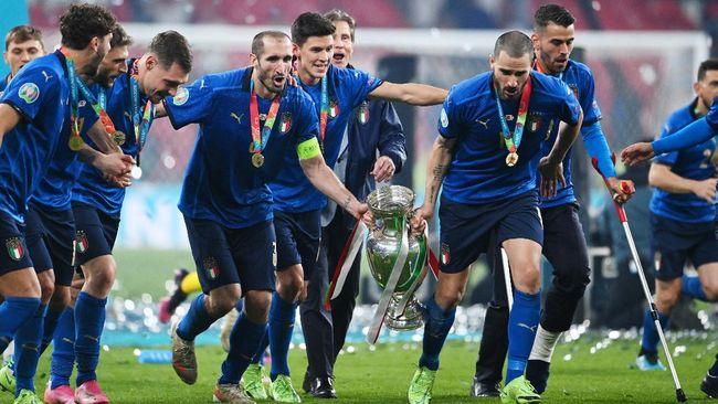 Duo sejoli di lini belakang Juventus dan timnas Italia, Giorgio Chiellini dan Leonardo Bonucci, pernah ribut di lapangan karena jersey Lionel Messi.