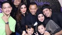 <p>Tak sendirian, Atta turut mengundang keluarga besar Aurel untuk menghadiri perayaan ulang tahun. Sang adik, Thariq Halilintar pun turut datang, nih. (Foto: Instagram: @aurelie.hermansyah)</p>