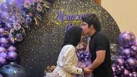 <p>Sang suami, Atta Halilintar, tak ingin melewatkan momen pertambahan usia Aurel, Bunda. Ia pun memberikan berbagai kejutan manis untuk sang istri. (Foto: Instagram: @aurelie.hermansyah)</p>