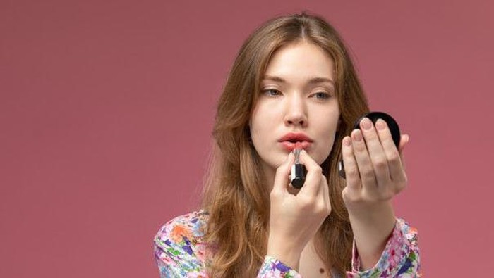5 Trik Ombre Lips Antigagal, Bikin Look ala Idol Korea