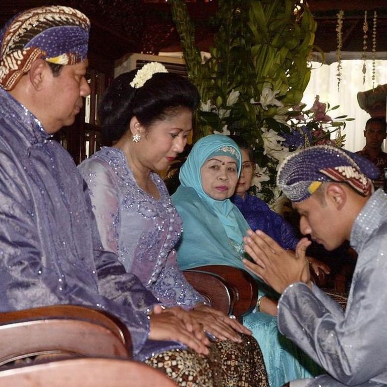 Annisa Pohan membagikan momen rangkaian proses pernikahannya dengan AHY yang tak pernah terekspos sebelumnya. Yuk intip!