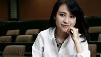 <p>Saat dilantik menjadi rektor, usia Risa Santoso masih 27 tahun, lho. Ia pun dinobatkan oleh Museum Rekor Indonesia (MURI) sebagai rektor termuda di Indonesia. (Foto: Instagram @santosorisa)</p>