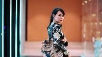 <p>Bunda masih ingat dengan Risa Santoso? Namanya mendadak jadi viral karena pada 2019, ia dilantik menjadi rektor termuda di Indonesia. 9Foto: Instagram @santosorisa)</p>