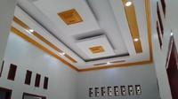 <p>Bagian <em>ceiling-</em>nya juga dibuat dengan desain modern. Untuk bagian ruang lainnya masih dalam tahap pembangunan. Semoga segera selesai ya Incess. (Foto: YouTube Inces TKW Arab)</p>