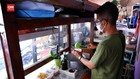 VIDEO: Penjual Bubur, Bagikan Ribuan Bubur Ayam Gratis