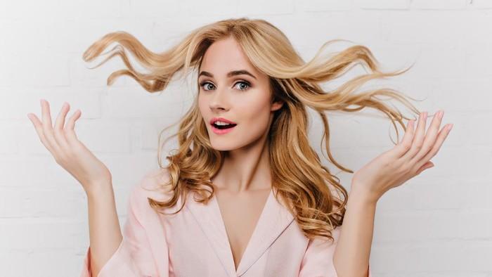 Rambut Lepek Bikin Nggak Pede? Begini Cara Mudah Buat Model Rambut Wanita Tampak Bervolume!