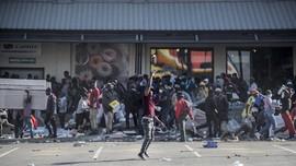 FOTO: Afsel Membara Akibat Penjarahan dan Kerusuhan