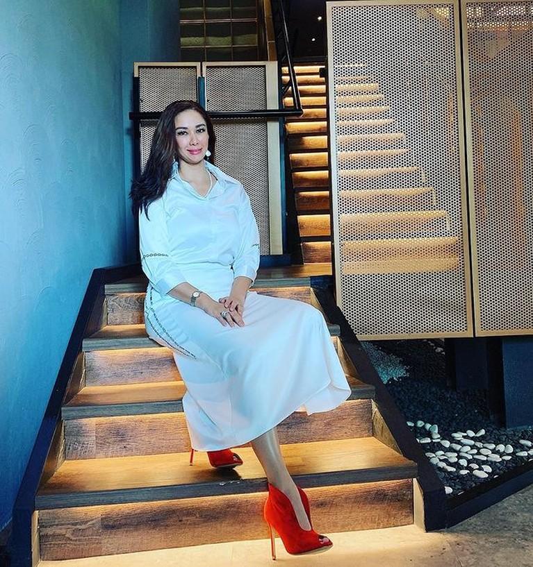 Istri Abdul Latief pengusaha dan eks Menteri di era Soeharto, Donna Latief merupakan seorang mualaf. Yuk kita intip potretnya!