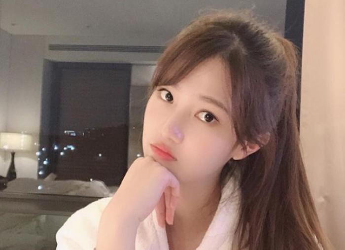 Saat ini Yang Hye Ji berstatus sebagai mahasiswi Universitas Sungkyunkwan jurusan akting. Ia juga tergabung dalam agensi Awesome Entertainment bersama Park Seo Joon dan Kim Yoo Jung/foto: instagram.com/hazziss