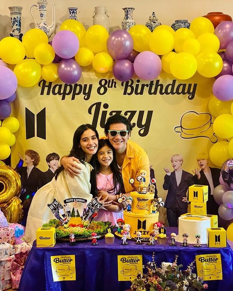 Vino G Bastian dan Marsha Timothy merayakan ulang tahun putri semata wayangnya, Jizzy yang ke 8 dengan tema BTS. Yuk intip!