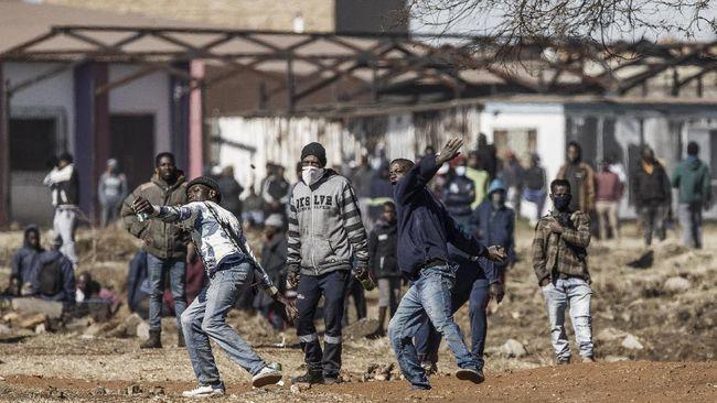 Sebanyak 72 orang tewas akibat kerusuhan di Afrika Selatan yang dipicu protes penahanan mantan presiden Yakub Zuma, Selasa (14/7).