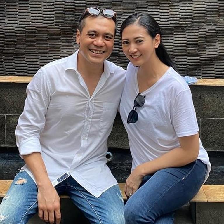 8 Foto Manis Chiko Hakim dan Sang Istri yang Kini Tinggal Kenangan