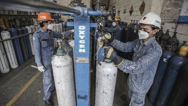 Presiden Jokowi meminta jajarannya mencari solusi untuk meningkatkan produksi oksigen medis dalam negeri di tengah lonjakan kasus positif Covid-19.