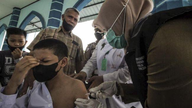 Kadisdik Aceh mengultimatum para kepala sekolah untuk melaksanakan vaksinasi bagi siswa masing-masing hingga batas akhir 30 September 2021.