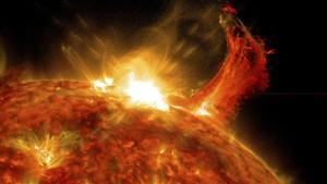 Badai Matahari Terjang Bumi Hari Ini, Ganggu Listrik-Satelit