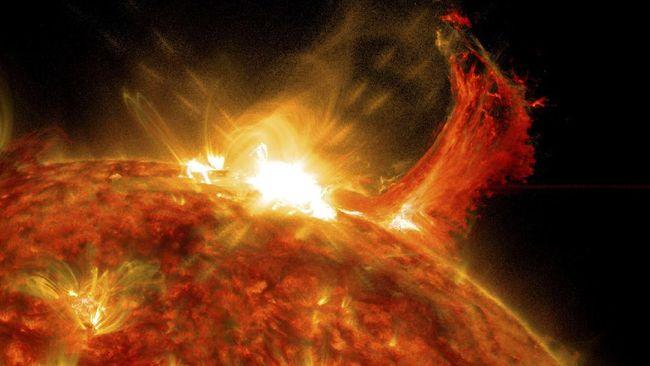 Badai matahari dilaporkan menerjang Bumi hari ini dan bisa menyebabkan gangguan listrik dan satelit.