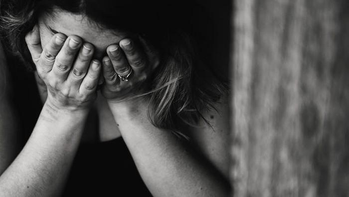 Kamu Bisa Lakukan 3 Hal Ini Pada Orang yang Berduka Akibat Covid-19