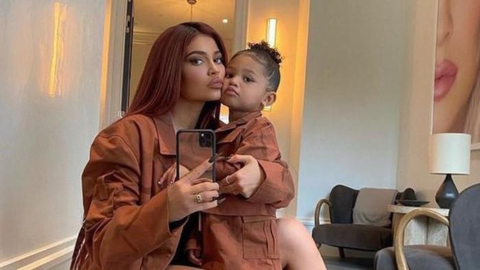 Kylie Jenner Siapkan Kantor dan Segera Rilis Merek Baru untuk Anaknya, Stormi Webster