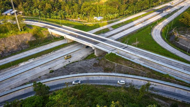 Kementerian PUPR menyatakan pembangunan Jalan Tol Solo-Yogyakarta-Bandara Yogyakarta Internasional Airport (YIA) Kulon Progo sepanjang 96 km telah dimulai.