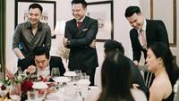 <p>Risa menggelar acara pertunangan dengan sederhana bersama keluarga dan teman dekatnya. Meski sederhana, acara terlihat begitu meriah dan sakral. (Foto: Instagram @santosorisa)</p>